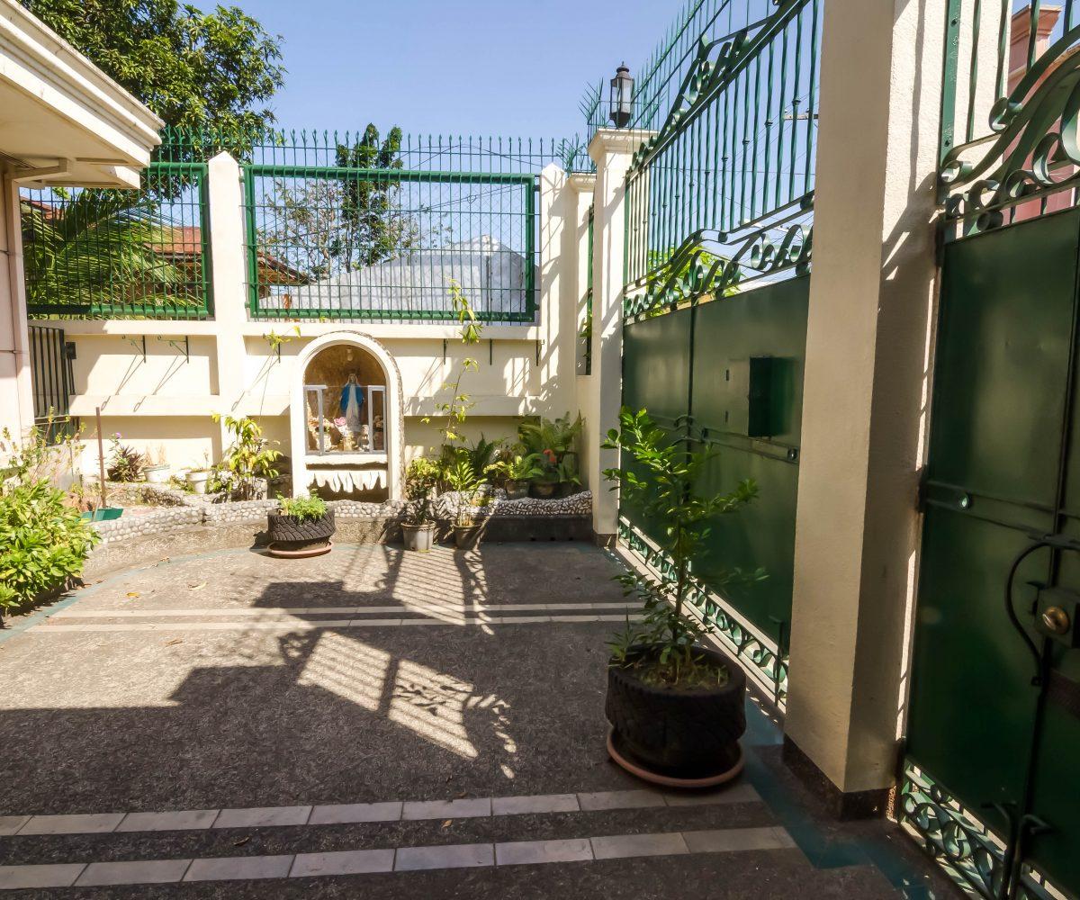 Apartment Listings: Jaro Apartment Complex For Sale